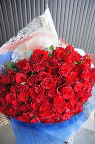 ギフト・花・お祝い・記念日 赤バラ100本の花束
