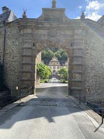 Im Schloss-Innenhof
