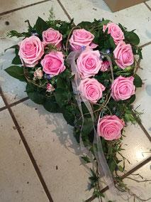Herz mit rosa Rosen