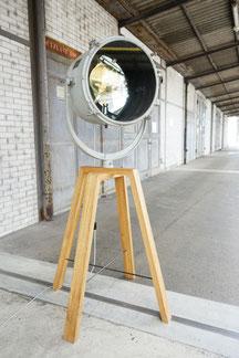 vintage stehlampe aus massivem holz braun und einer schiffslampe in grau und spiegel mit led
