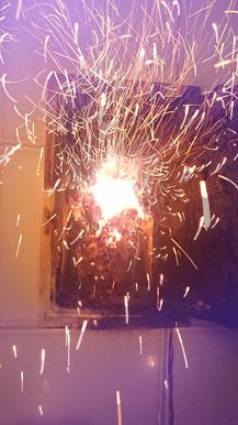 Geöffnetes Kehrtürchen im Wohnbereich(!) bei Rauchfangbrand