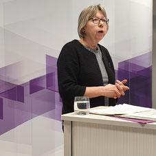 Brigitte Fach, Architektin, berichtet über die optimale Gestaltung des Wohnraums einer Demenz-WG.  | Foto: IZGS