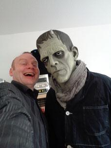 Wir treffen Frankensteins Monster.