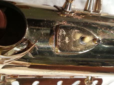 Acoustique & Mécaniques identifie les procédés présentant le moins de risques pour les matériaux afin de préserver au mieux la sonorité de l'instrument.