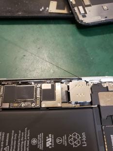 iPhone11フロントパネルシール除去