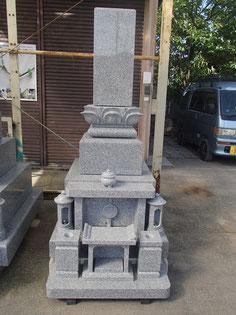 三段型墓石(蓮華座布団付)
