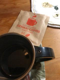 Kuのゲットした品の一つは象愛マックスなエア参加常連さんの摩弓さんからのバーター品、玄米コーヒー♫カフェインがないので安心して夜、いただけます。なんとこ香ばしいいい香り。原材料は有機栽培の玄米ゆめぴりかを使っているそうです。本当のコーヒーが森を破壊しているってご存知ですか?