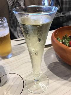お飲みものは別注文ですが、すごくお手頃価格でした!こちらは「シャンパン」美味しかった💛