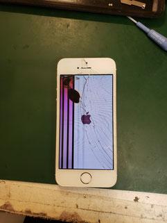 ストライプにカラーフィルター故障のiPhone8