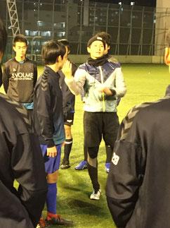 2019.12.24現役に指導する加藤裕コーチ