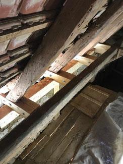 Reparatur in Balingen. Kaputte Tragwerksbalken eines Dachstuhls wurden ausgetauscht.