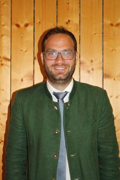 Frau Claudia Klampfer ist Gemeinderätin in der Gemeinde Kitzeck im Sausal und gehört der Fraktion der ÖVP an