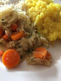 Sauerkraut-Möhren-Pfanne