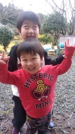 ふざけてる子供の写真