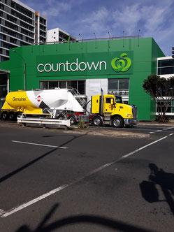 - Petite pause au Countdown avec un camion typique d'ici - Auckland -