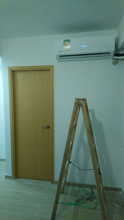 屯門裝修 - 安裝好的房門及冷氣