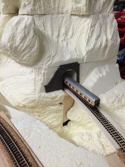 Stellprobe für ein Tunnelportal. Wird natürlich auch selbst gegossen und graviert!