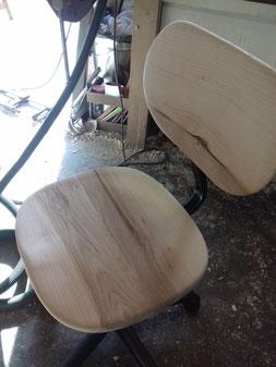 Chaise personnalisée en bois de frêne. détail galbe.CCL ébéniste