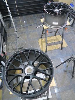 ポルシェ911タルガ4GTSの純正アルミホイールのガリ傷・すりキズのリペア(修理・修復)前のホイール写真