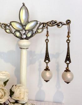 Boucles d'oreille perles nacrées sur bronze