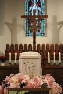 Urne in der Kirche