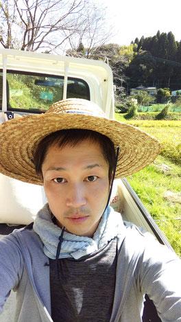 麦わら帽子姿の写真
