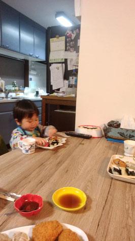朝食を食べる写真