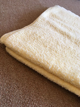 バスタオルを枕代わりに