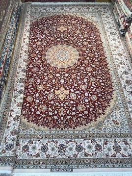 ESFAHAN wool&silk 2x3m TAGHIZADEH工房 赤ノフィールド部分はsilk糸で光沢がございます。