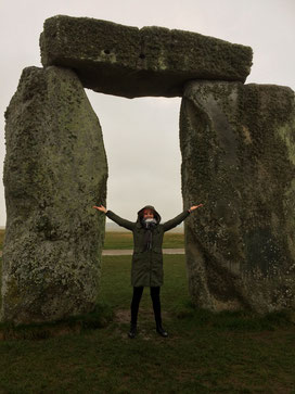 Stonehenge und die wunderbaren Ausbildungen bei Deborah Reiter in ihrem Starlightcenter in Salisbury und Amesbury. Energetisches Feng Shui Golden Age und Atlantische Kristallheilung Golden Age:-))) <3