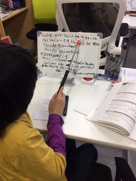 【勉強方法】英語は文法の基礎ができていることがとても重要であることはいうまでもないことです。が、実際には、なかなかそうなってはいませんね。フィーリング、何となく・・・、そんな感覚でやっていると段々と英語がわからなくなってくると思いますよ。【静岡学習塾】