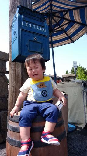泣いてる子供の写真