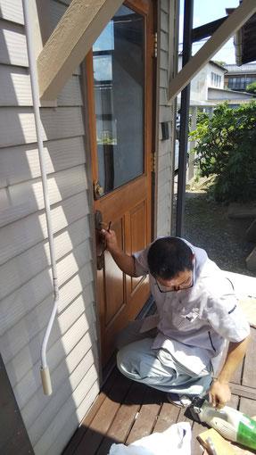 輸入木製玄関ドアの修理・調整