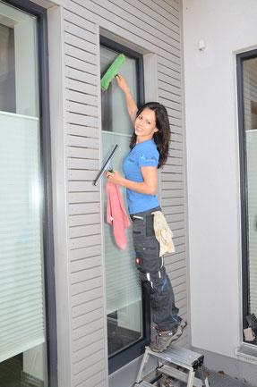 Fenster putzen lassen, Fensterputzer, Glasreiniger, Fenster günstig putzen lassen, Professionelle Fensterreinigung
