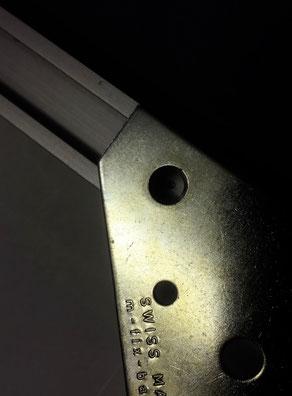 Bild einrahmen; robuster Bildaufhänger aus Metall