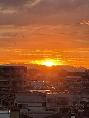6月20日の美しい夕焼け(自宅より撮影)