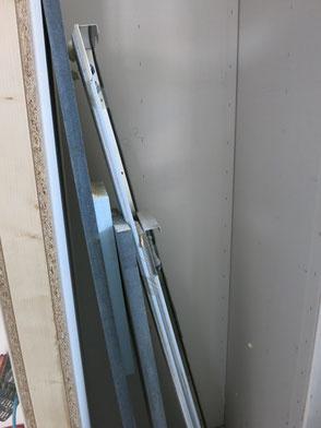 Die ausgetauschten Fensterbretter. 2 innen, 2 außen