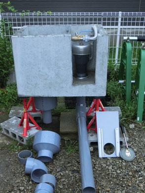 コンクリートのマスから、引っ張り上げるだけで取り外し出来る分水栓