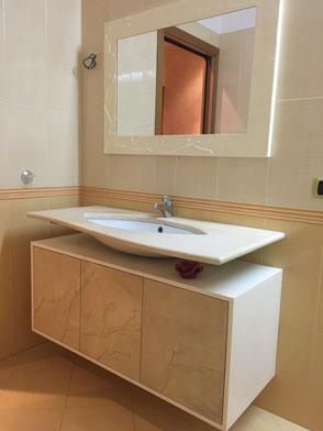 mobile lavabo personalizzato, mobile bagno ante decorate in cartapesta