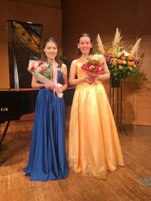 左:小山先生 右:清水恵美里 終演後舞台上にて