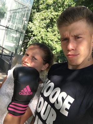 Photo d'un coaching de boxe avec une élèves