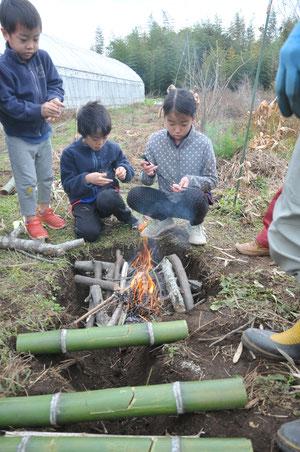 子どもも火遊び青竹でご飯炊き@火と暮らす・すどう農園