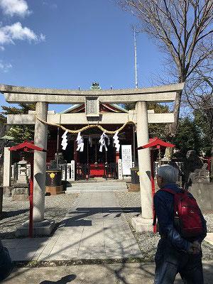 勧行寺から浅間神社へ! 浅間神社に上る急階段は姿三四郎のロケで使われたそうです。