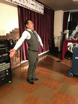 最後は、「フレーフレーイキイキ♫」で応援エールを熱唱‥‥司会進行もバッチリ松本先生です。