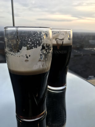 Pint with a view in der Gravity Bar