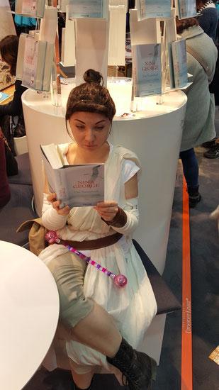 Meine beste Freundin Rey liest das Traumbuch :)