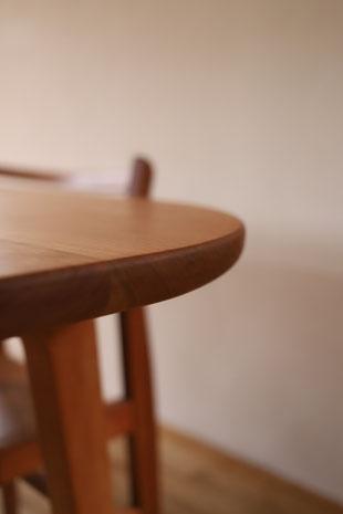 テーブルの丸い角