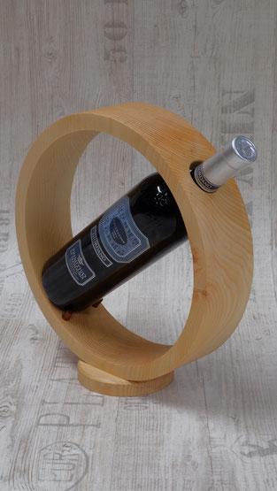 Weinflaschenhalter aus Arvenholz