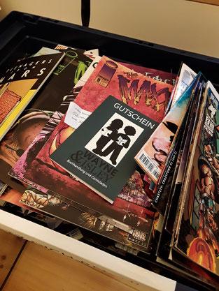 Unser Gewinnspiel: wieviele Comichefte liegen in dieser Kiste? Der Gewinner lag nur 4 Hefte daneben. Das ist mehr als Glück, das ist Können!