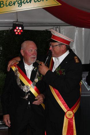 König Horst Korf mit Hauptmann Michael Broschinski
